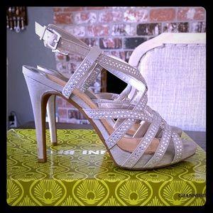 NIB Gianni Bini Shaynah Sandal silver 6.5